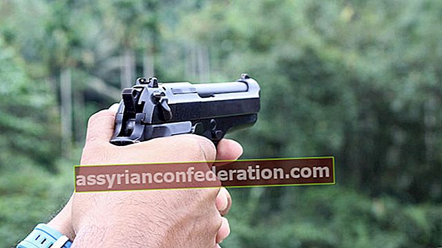 Apa artinya melihat pistol dalam mimpi? Arti mengepalkan pistol dan tembakan dalam mimpi