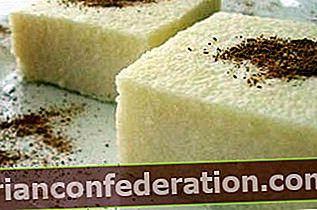 우유와 함께 양질의 거친 밀가루 디저트