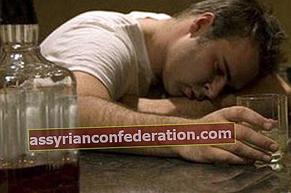 알코올이 몸에 미치는 4 가지 끔찍한 일
