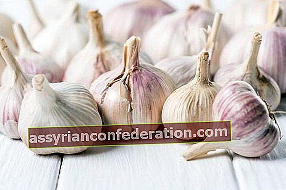 L'aglio fa crescere i capelli? Come usare l'aglio per i capelli?
